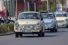 Commandes trabant allemandes de voiture sur une rue Image libre de droits