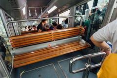 Commandez le monorail d'entraînement jusqu'au dessus de la colline de Penang Photographie stock