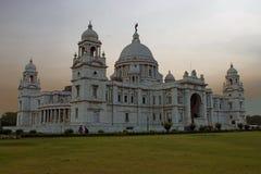 comme la construction de la Grande-Bretagne a construit la reine initialement fleurie commémorative de musée de monument de l'Ind Images stock