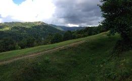 Commencer à atteindre la montagne Images stock