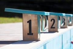 Commencer des endroits dans la piscine image libre de droits