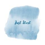 Commencez juste sur le fond bleu d'aquarelle Photo stock
