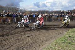 Commencez le motocross, un groupe d'emballage de motocyclette Photos stock