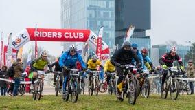 Commencez sur le concours de vélo de montagne Images libres de droits