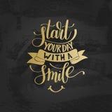 Commencez votre jour avec une expression des textes d'or de vecteur de sourire Images libres de droits