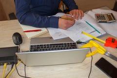 Comment écrire le plan d'action Photos de buts d'affaires Image stock