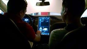 Comment conduire une voiture électrique Photos libres de droits