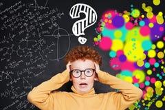 Comment est-ce que je choisis l'avancement professionnel droit ? Enfant effrayé, science et concept de professions d'arts photos stock