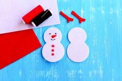 Comment faire un ornement de bonhomme de neige de Noël opération Photos libres de droits