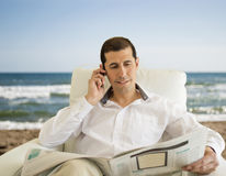 Commenting economy news on the beach Royalty Free Stock Photos