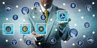 Commerçant Preparing Blockchain Transactions d'énergie Photos libres de droits