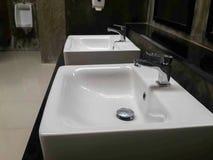 Commerciële badkamers voor washanden royalty-vrije stock afbeeldingen