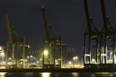 Commerciële haven bij nacht Stock Foto