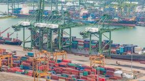 Commerciële haven van Singapore timelapse Het panorama van het vogeloog van bezigste Aziatische ladingshaven stock footage