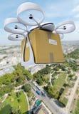 Commerciële hommel die boven een grote stad vliegen Royalty-vrije Stock Fotografie