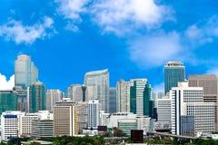Commerciële Stad met blauwe hemel Royalty-vrije Stock Afbeeldingen