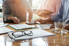 Commerciële teamvergadering en het bespreken van projectplan royalty-vrije stock foto