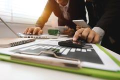 Commerciële twee vergaderings professionele investeerder die samenwerken stock afbeelding