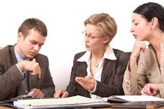 Commerciële vergadering 2 - 2 vrouw, 1 man Royalty-vrije Stock Foto