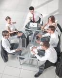 Commerciële vergadering bij de lijst, hoogste mening royalty-vrije stock foto