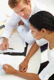 Commerciële vergadering in een bureau Stock Afbeelding