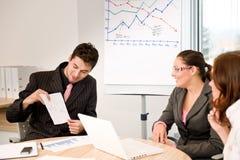 Commerciële vergadering - groep mensen in bureau Stock Afbeeldingen