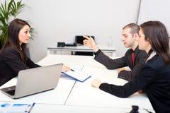 Commerciële vergadering: groep zakenlui op het werk Royalty-vrije Stock Fotografie