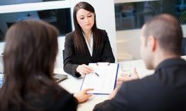 Commerciële vergadering: groep zakenlui op het werk Royalty-vrije Stock Foto's