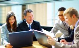 Commerciële vergadering - manager het bespreken Stock Afbeeldingen