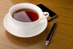 Commerciële vergadering meer dan een kop thee royalty-vrije stock foto's