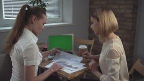 Commerciële vergadering met cliënt stock video