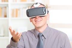 Commerciële vergadering met virtuele werkelijkheidshoofdtelefoon stock foto