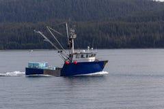 Commerciële vissersboot in Alaska stock foto's