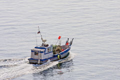Commerciële Vissersboot met Netten Royalty-vrije Stock Afbeelding