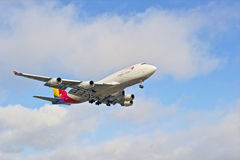 Commercial Airliner Approaching Landing Strip Royalty Free Stock Image
