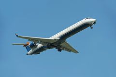 Commercial Airliner Landing Royalty Free Stock Photos