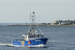 Commercial fishing vessel Direction off Fort Taber stock image