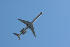 Commercial jet airplane flying overhead Royalty Free Stock Images