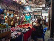 Commercialisation de 100 ans chez Chachoengsao, la Thaïlande Photos libres de droits