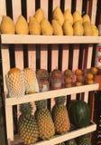 Commercializzi la stalla con la frutta e le verdure tropicali esotiche Fotografia Stock