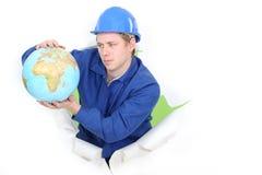 Commerciante che tiene un globo Fotografie Stock
