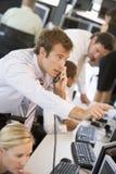 Commerciante di riserva sul telefono Immagini Stock Libere da Diritti