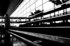 Commercieel centrum in b/w met hoog contrast royalty-vrije stock afbeelding
