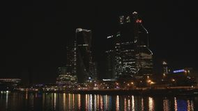 Commercieel centrum in Moskou bij avond stock footage