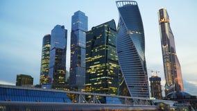 Commercieel centrum in Moskou Duisternis met verlichting stock footage