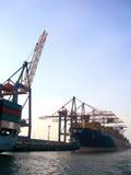 Commercieel dok met industrieel schip royalty-vrije stock afbeeldingen