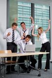 Commercieel Team dat in Bureau werkt Royalty-vrije Stock Fotografie