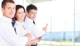 Commercieel team dat een project bespreekt Stock Fotografie