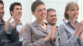 Commercieel team dat handen slaat stock videobeelden