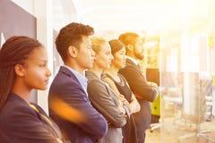 Commercieel team die in bureau aan de toekomst kijken royalty-vrije stock foto's